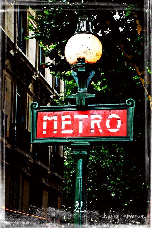 St-Michel-Metro-Sign-7