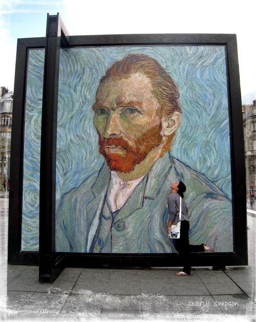 Brea-kissing-Van-Gogh