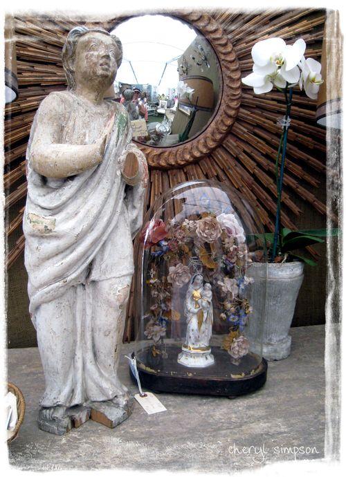 Mary-globe