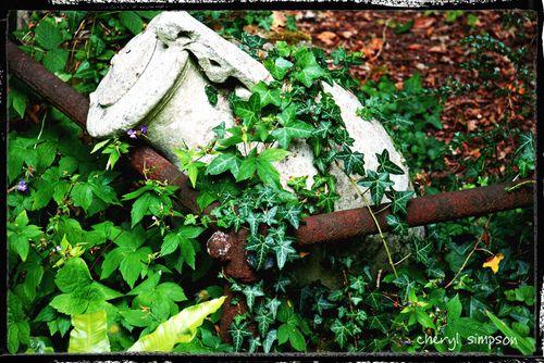 Ivy-Urn