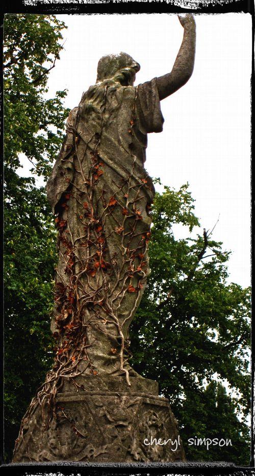 Ivy-on-statue